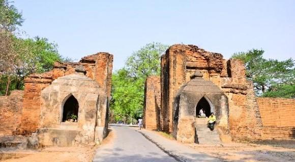 Tharaba Gate in Bagan