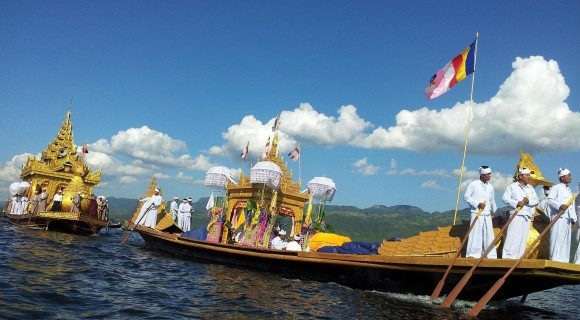 Phaung Daw Oo Pagoda Festival in Inle